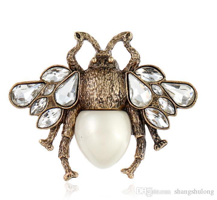 2018 gioielli delle donne da regalo Abbigliamento cristallo popolare Spilla Retro Cute Bee Pearl Pin Lega Gemstone Spilla Europa Stati Uniti qualità di modo
