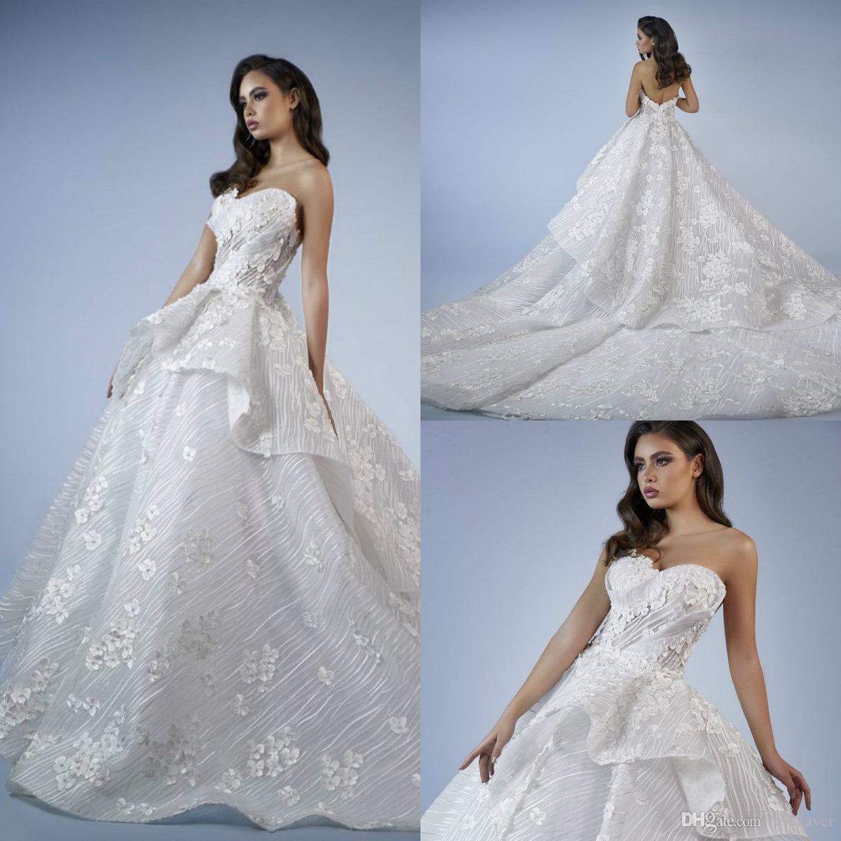 Tony Chaaya robes de mariée en dentelle florale 3D Appliqued chérie Une ligne de train Cour Pays Robe de mariée Fait sur mesure Robes de mariée de luxe