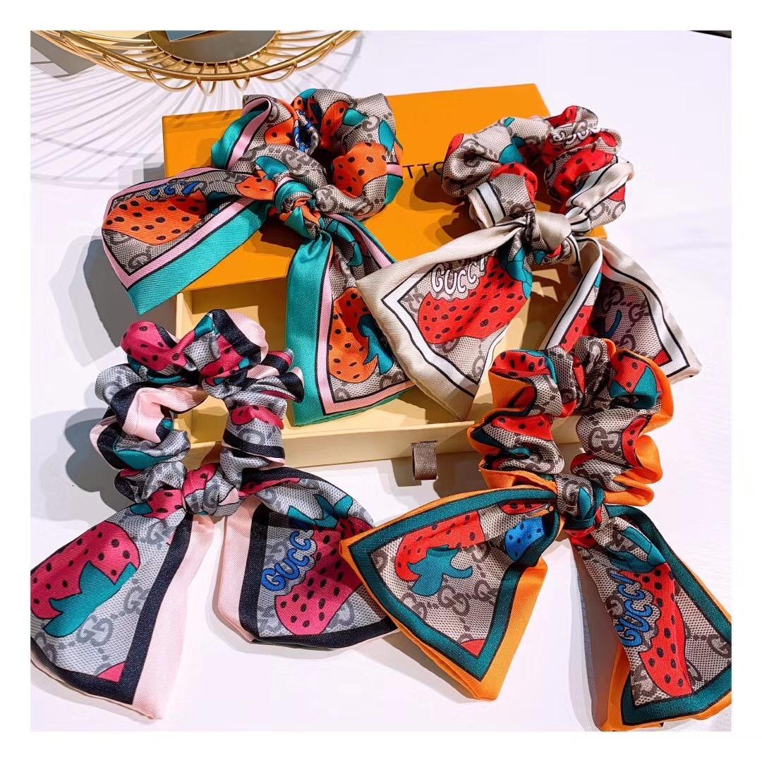 Neue Frauen-Designer Brief Haar Gummibänder Hübscher Pferdeschwanz Traceless Haarband Mädchen-elastischer Haar-Riegel-weiche Gewebe-Erdbeer-Haar Ringe