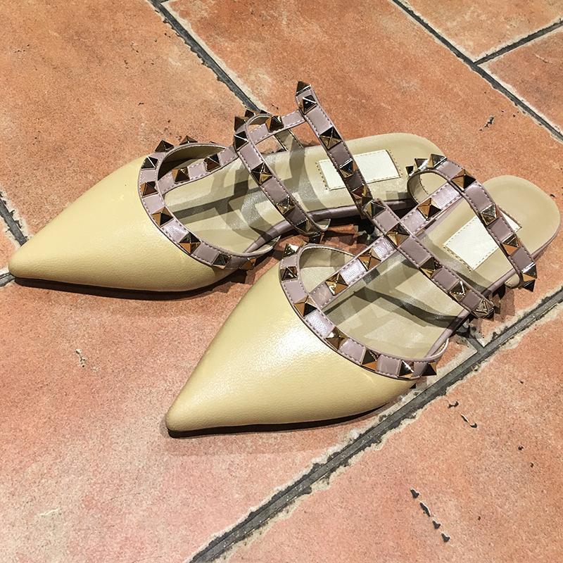 Vendita calda punte Toe 2-cinturino con borchie in pelle tacco alto Patent rivetti sandali delle donne Strappy Dress Studded Shoes valentine tacco alto Scarpe