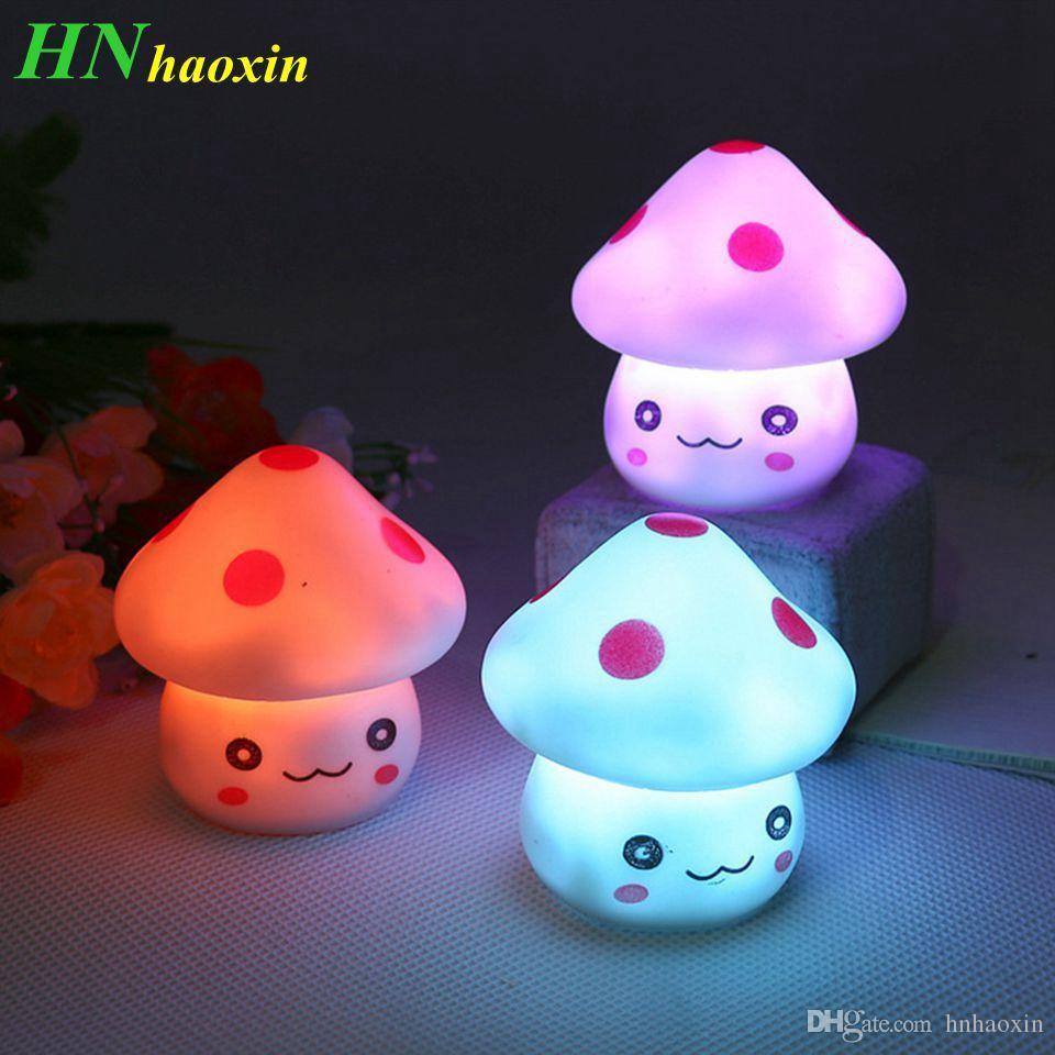 HaoXinRomantic Funghi colorati Natale Lampada da notte a LED Lampada da comodino Lampada da comodino per camera da letto per bambini Regali per le vacanze di Natale per bambini