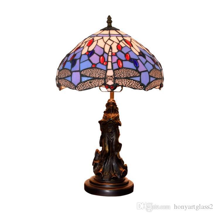 Luce Tabella della Tabella di Tiffany europea lampade di vetro macchiato Desk Lamp Barocco Bellezza Angelo Scultura Base Dragonfly paralume Led di lusso