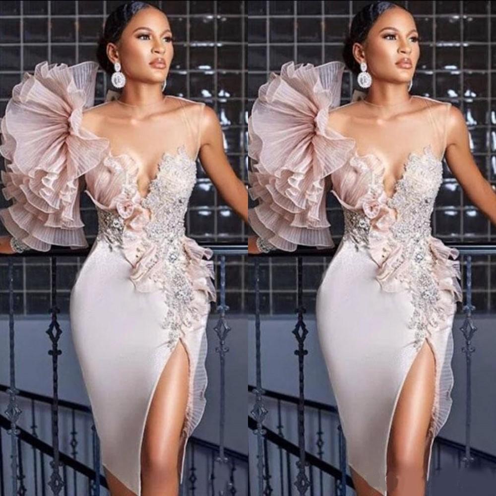 Nueva llegada Sexy Funda corta Cocktail Vestidos Apliques Beads Flowers Illusion Split Blor Tize Batos de graduación para la graduación Vestido de regreso
