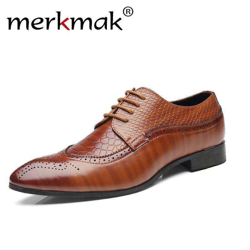 Merkmak 2018 جديد الرجال الأحذية الجلدية الرجل اللباس الأعمال أشار تو أحذية خمر ريترو أحذية للذكور الدانتيل يصل الشقق البروغ