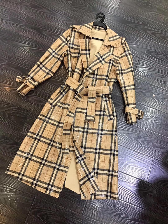 유럽과 미국의 여성 의류 2019 겨울 새로운 스타일의 긴 소매 옷깃 격자 무늬 밝은 얼굴 패션 레이스 업 트렌치 코트