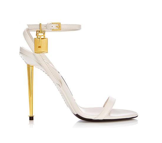 Fashion Runway-Sommer-Schuhe Frau reizvolle geöffnete Zehe Padlock Sandalia Feminina Mentallic Stilett-Absatz-Knöchelriemen-Sandalen Frauen Plus Size