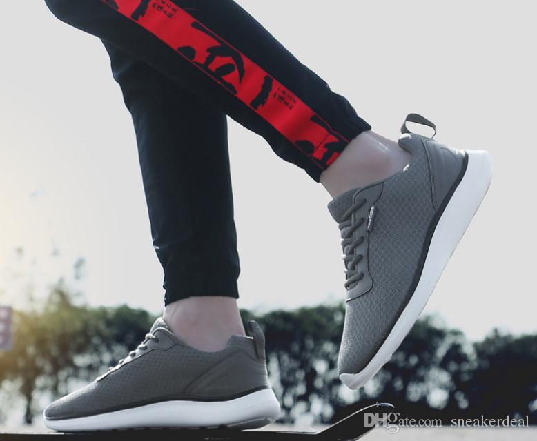 2020 zapatillas de deporte de los hombres de verano luz de malla zapatos para los zapatos de los amantes al aire libre Correr Formadores masculino Deporte Mujeres Zapatillas Hombre