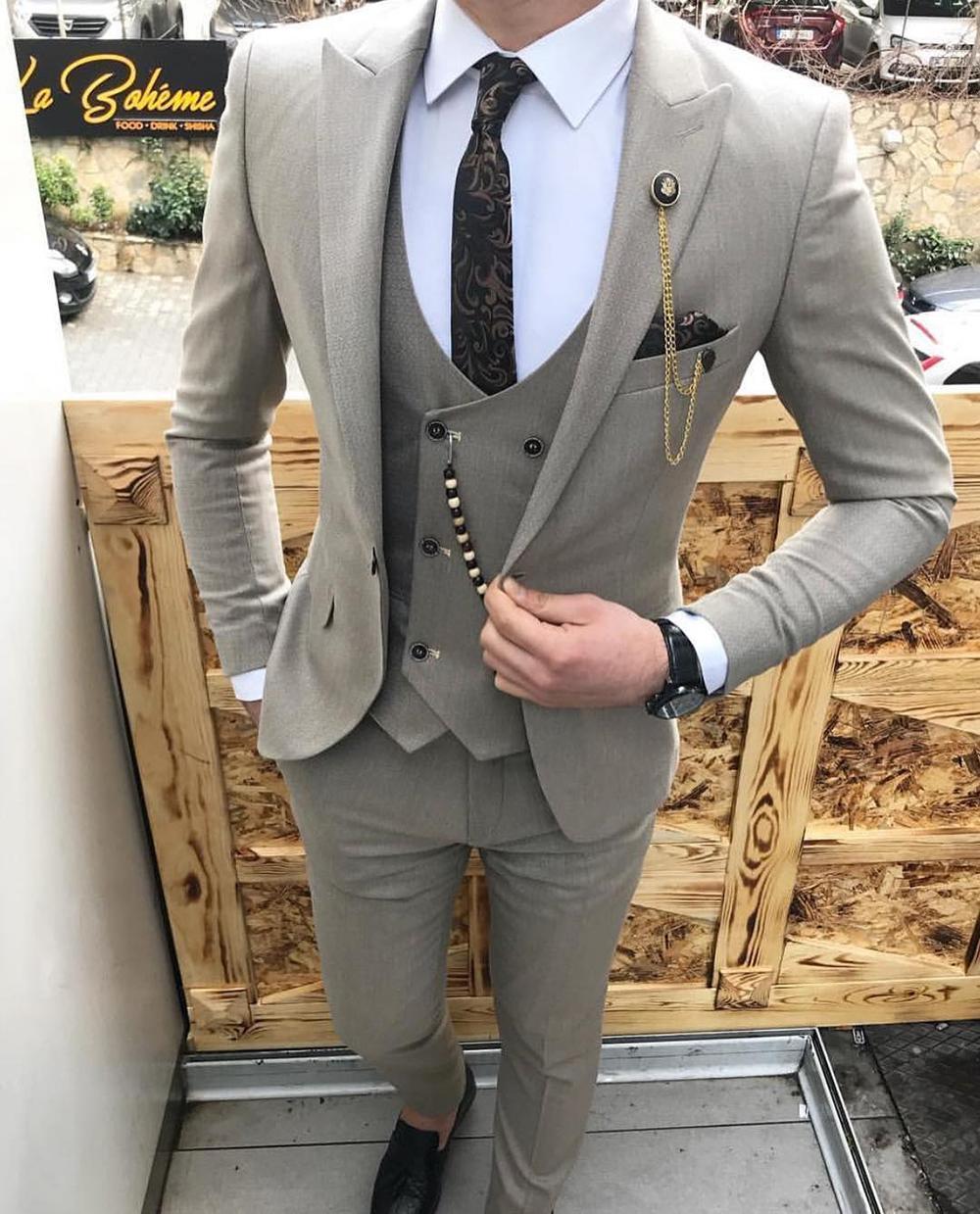 Custom Made Grey Men Suit Notched Lapel Slim Fit Groom Tuxedo Groomsmen Suits Blazer Best Man Formal Business Suits(Jacket+Pants+Vest)