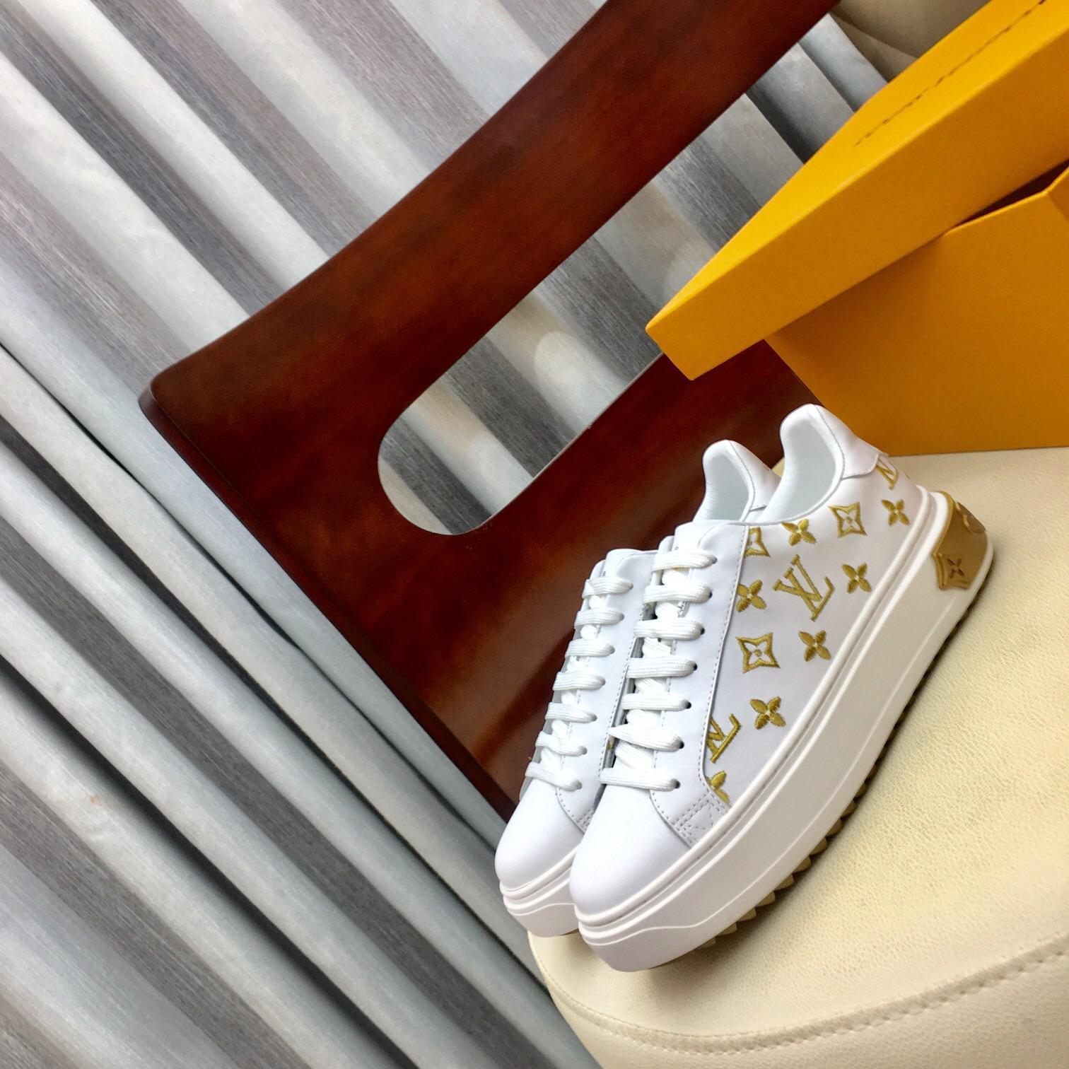 Mode Frauen Schuhe 2020 neue goldene Frauen Turnschuhe scasual Schuhe Plattform beiläufige hohe Qualität flache Frauenschuhe mit Kasten