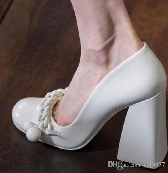 Neue Produkte Designer Damen klobige Ferse Pumpen Ketten Hepburn Schuhe Marijane Schuhe Shallow Mund Retro hohe Absätze Partei Braut Hochzeit Schuhe