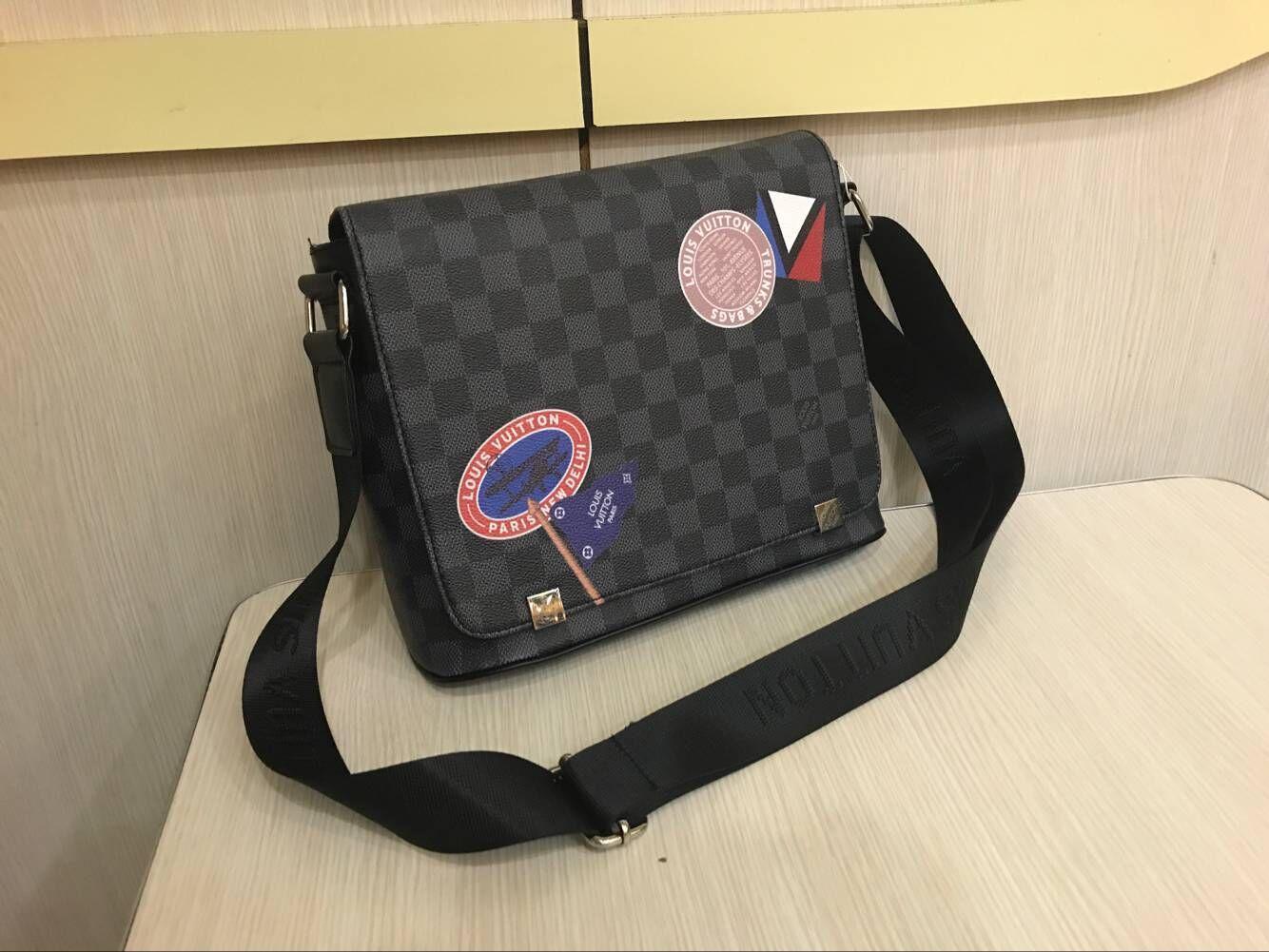 2020 neue klassische Frauen Männer Männer Art und Weise Leder Messenger Bags Umhängetasche Schule bookbag Umhängetasche Aktentasche 28CM