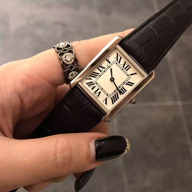 Frauen Mode Hot Frauen Uhr Quarzuhr 2020 Kleid Verkauf Armbanduhr Strap Leder Rechteckige Relogio Feminino Lady Casual New Edget