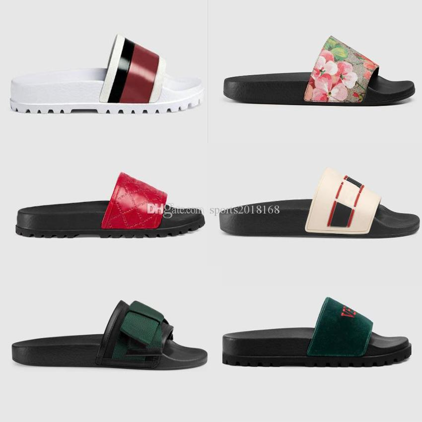 YENI Tasarımcı Erkekler Yaz Siyah Beyaz Kauçuk Terlik Plaj Slayt Birçok Renk Moda Scuffs Sandalet Kapalı Ayakkabı Boyutu 36-45