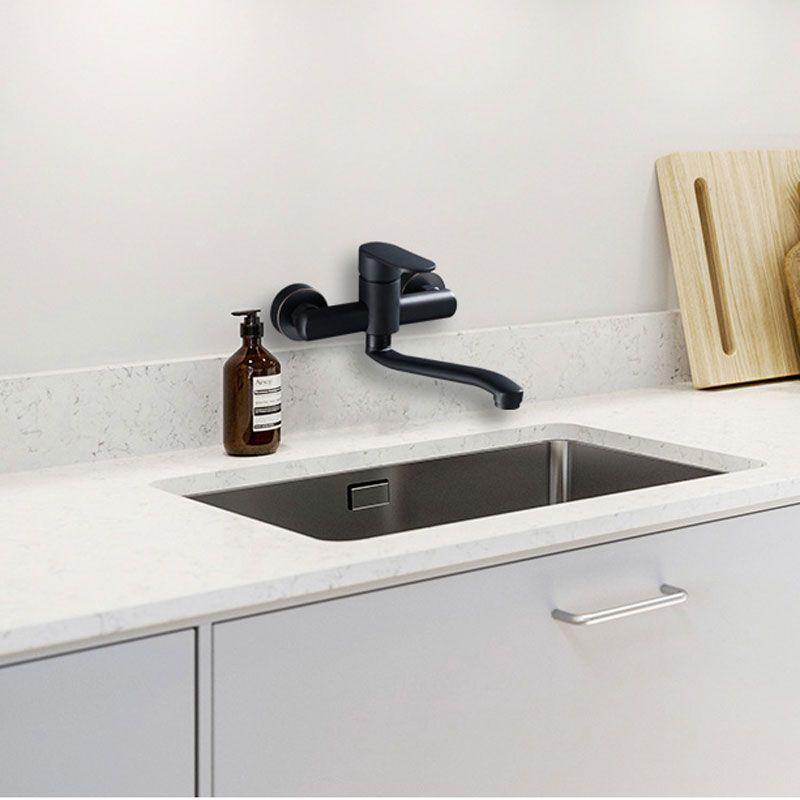 Entrée noire mur cuisine cuisine froide et chaude robinet lavabo évier surface bassin balcon lavabo prise murale robinet