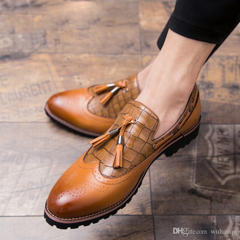 Mens Formal Shoes Leather Negócios Sapato de bico fino Deslizamento-em couro Loafers Homens Sapatos crocodilo Wedding Shoes