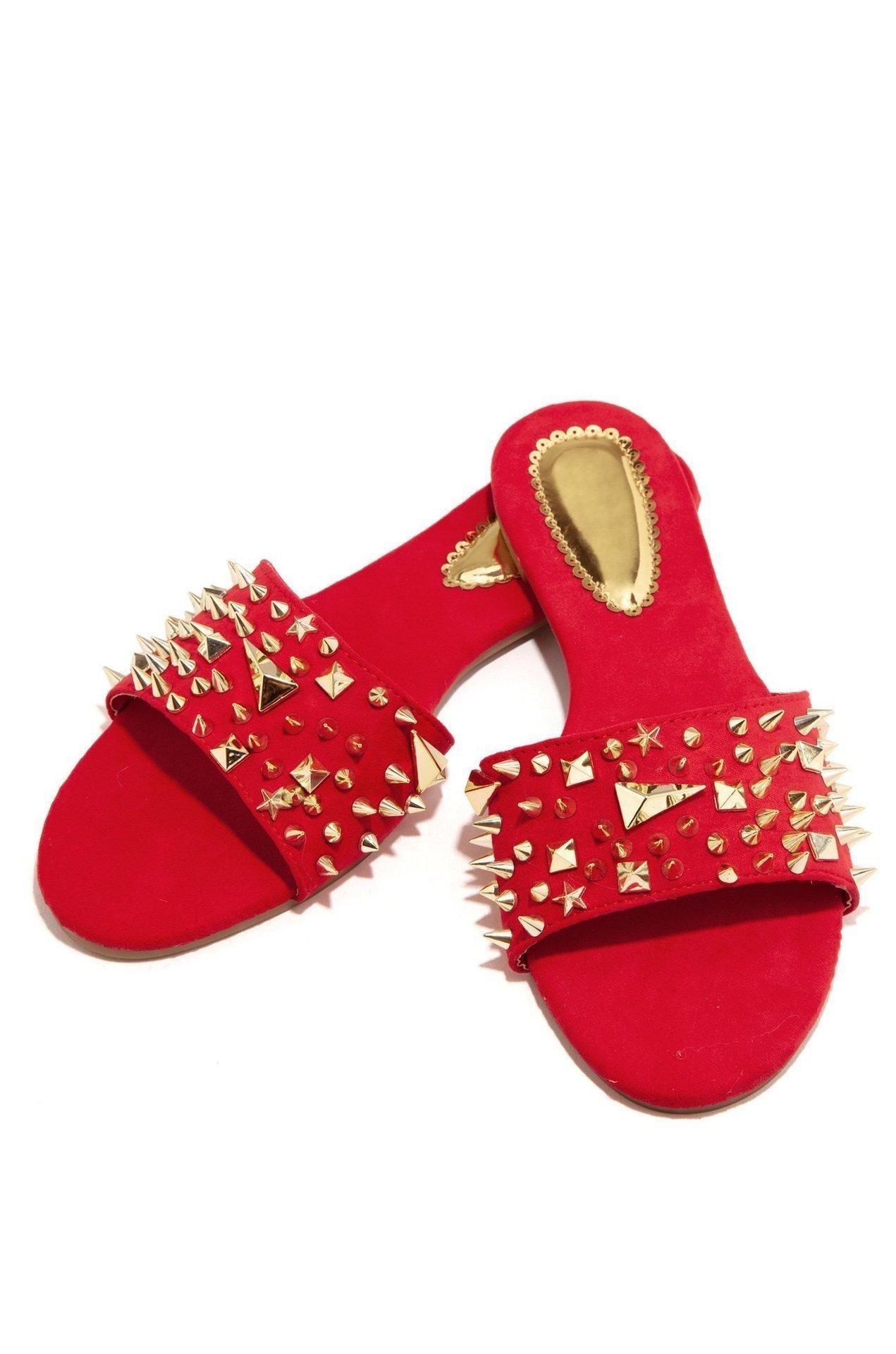 Hot Sale-Femmes Rivet Plage Slipper Stud Chaussons en cuir antidérapante Spikes Souliers simples Flip Flop 36-42