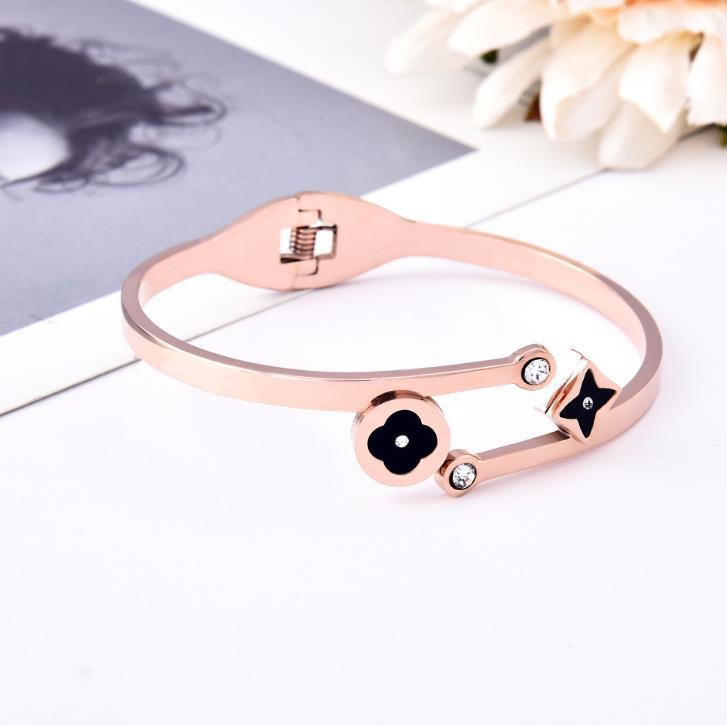 Europa e nos Estados Unidos modelos explosão acessórios de aço de titânio abertura moda pulseira personalidade estudante selvagem pulseira de jóias