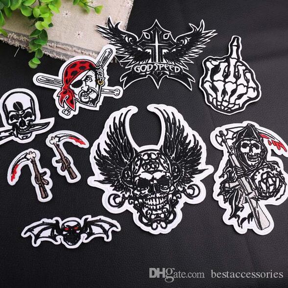 20P-13 Auf Lager Black Skull Pirate Vampire Eisen auf Flecken gestickte nähen auf Flecken für KIDS Kleidung kann Kunden-Design