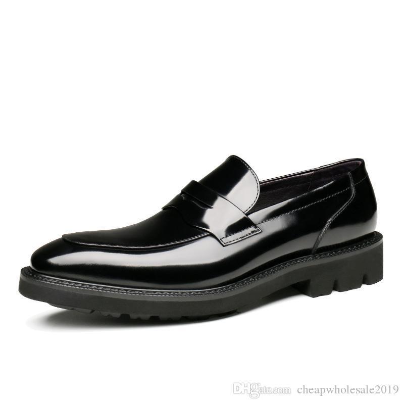 Zapatos de vestir de cuero zapatos de boda de patentes 2019New Negro / rojo de vino de los holgazanes de los muchachos de baile Zapatos para hombre