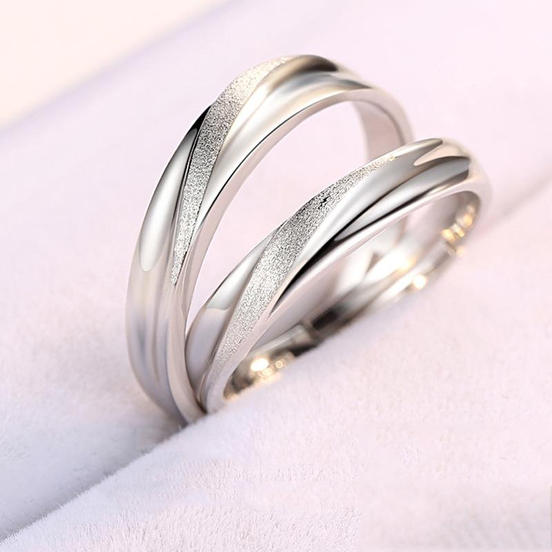 Un anillo de pareja en el anillo de par en vivo de plata de ley 925 para los hombres y las mujeres anillo de boda sencilla en el Día de San Valentín