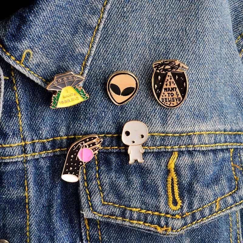 Punk Style Alien Hand Gost Enamel Pins for Women Men Clothes Backpack Jacket Shirt Collar Lapel Pins Button Badge Decor Wholesale Fashion