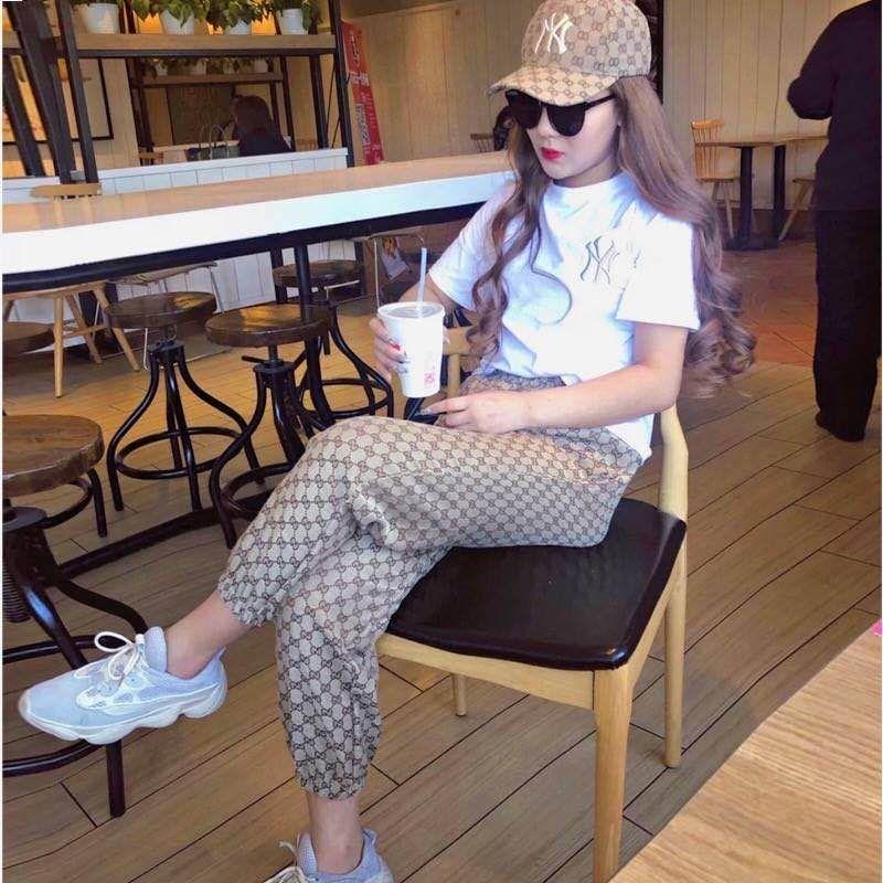 la nueva versión coreana de la camisa de las mujeres inferiores de las mujeres 2020 del diseño de manga corta de la mitad de manga camiseta de las mujeres del vestido de la primavera + traje pantalón informal