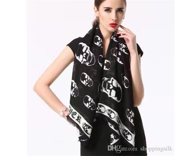 Fabricants vente directe de coton de style européen et américain crâne mince 140 * 140 écharpe carrée dame foulard