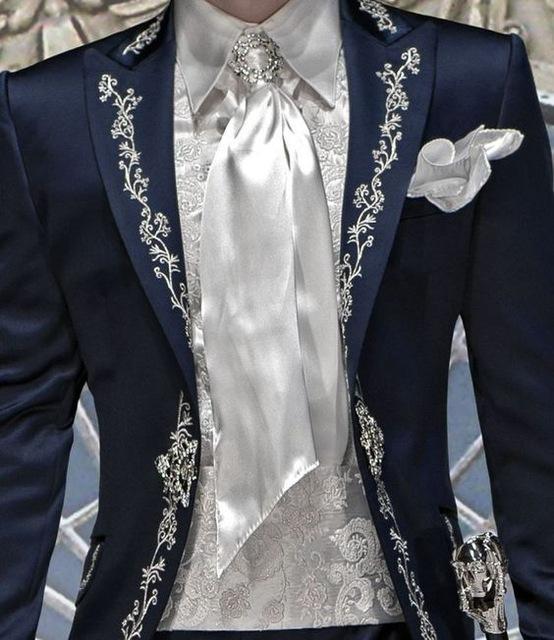 Azul marinho de Cetim Bordado Dos Homens Do Partido do baile de Finalistas Do Noivo Smoking Ternos Groomsmen Casamento Ternos Blazer Para Homens Elegante (Jacket + Calças)