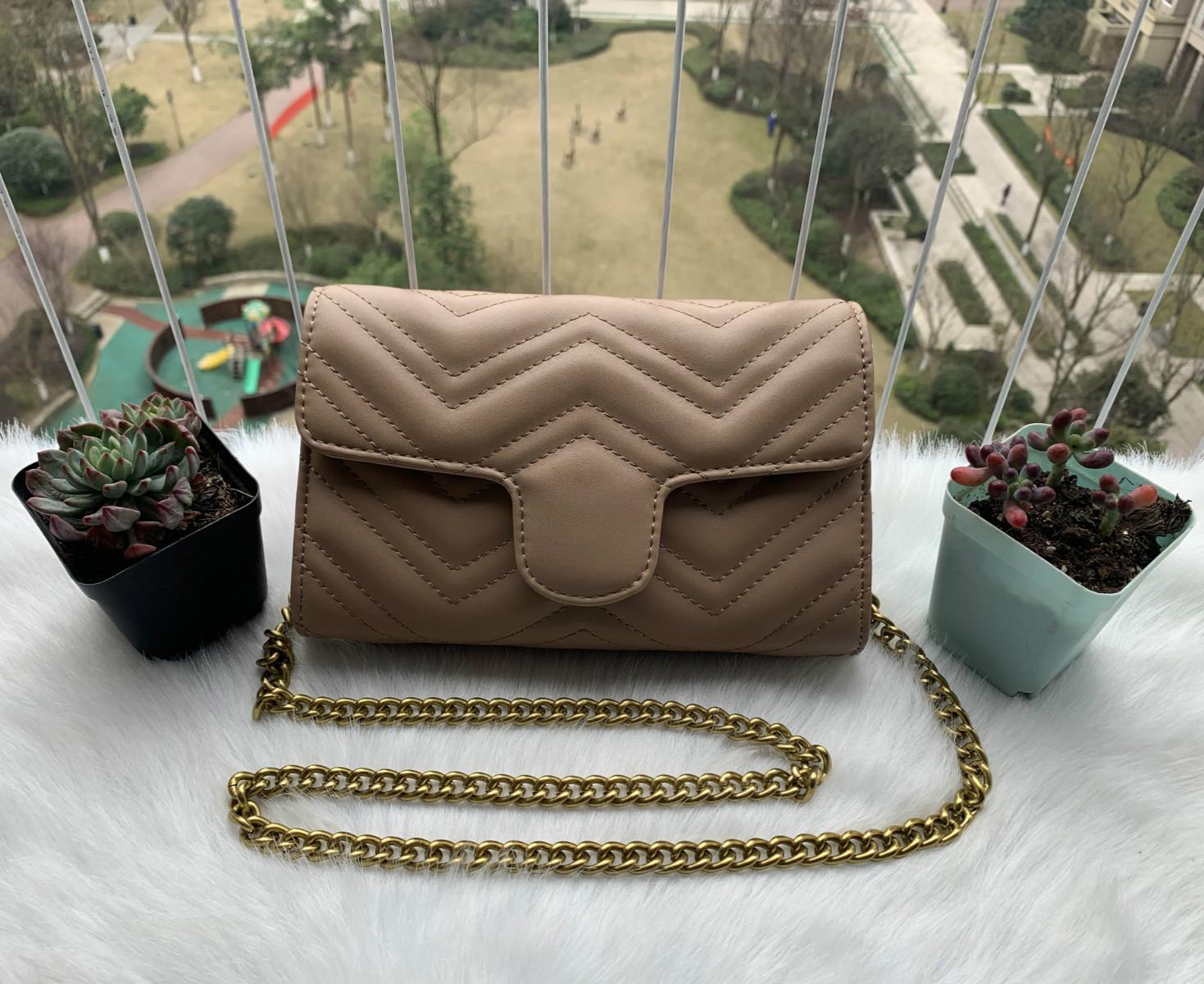 2020 Çanta girinti sıcak çiçek küçük kare paket eğlence vahşi zincir omuz çantası Bayan Çantası 2019 Yeni Avrupa Ve Amerika