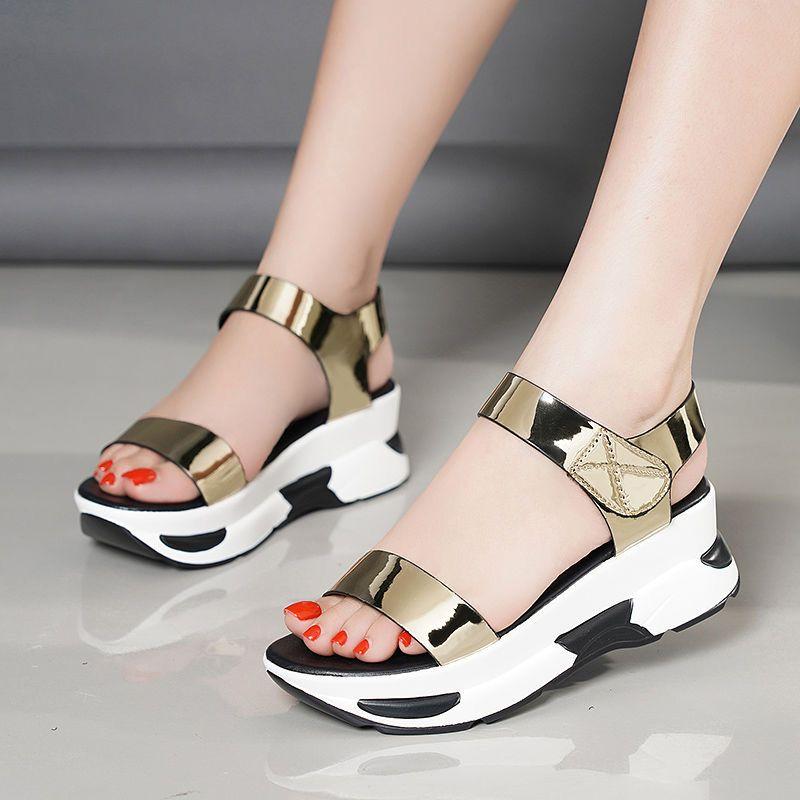 Ladies Verão Wedge Sandals Mulheres 2020 Platform brilhante PU Sandálias da praia dos falhanços de aleta Slingback sapatos de salto alto