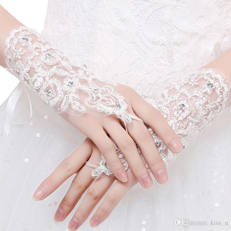 Mulheres Luvas De Noiva Sem Dedos 2019 Nova Chegada Elegante Parágrafo Curto Rhinestone Lace White Luva Acessórios Do Casamento