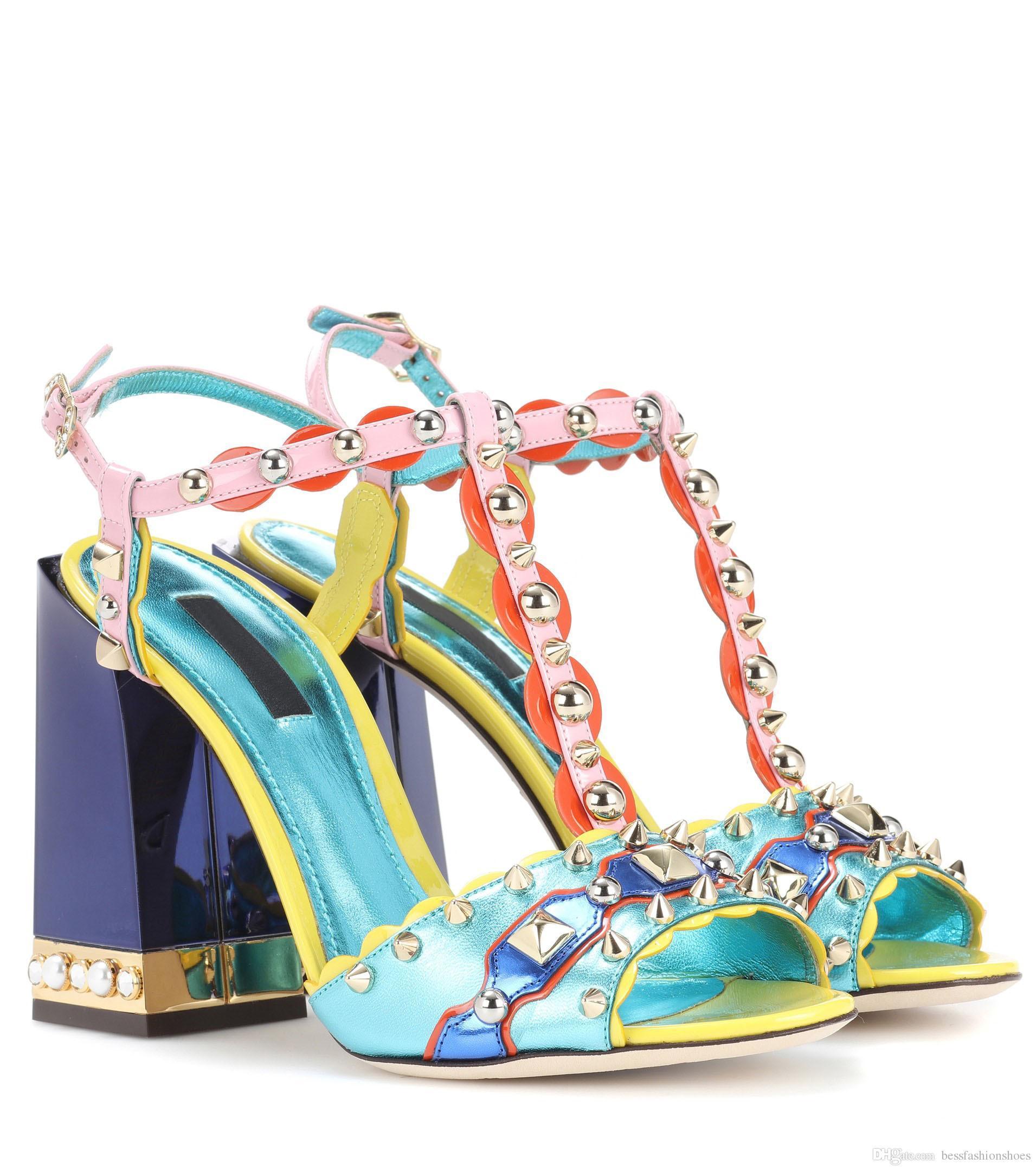 Tıknaz Stil Kadın Çivili Gladyatör Sandalet Ayakkabı Moda 2018 Yaz Çok Renkli Kadın Gelinlik Topuklu Sandalet Sapatos Mujers Pompalar