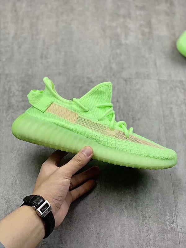 2020 New Designer Fluorescent Green V2 comfort Breathable Casual Running shoes Top quality Chayezzysyezzyboost350v2