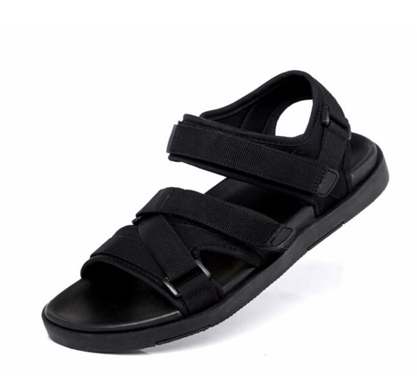 Sandalias de gancho exterior para hombres Zapatos de verano Sandalias de playa Sandalias casuales Vietnam 2019 Nuevo movimiento de la marea Zapatos masculinos