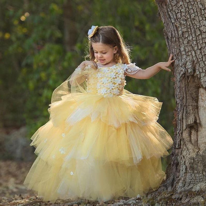Vestido de Charme amarelas da criança em camadas Floristas Vestidos Lace Applique Festa de aniversário Feito à Mão Flor Pérolas Crianças 2020