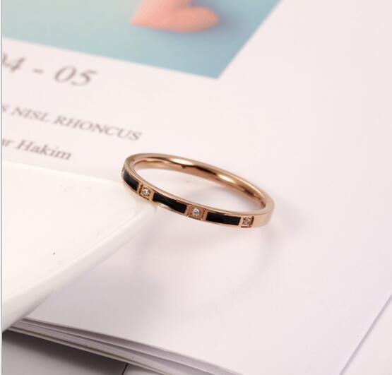 anillo de acero C-30 Titanium nuevos hombres y mujeres transfronterizas de comercio electrónico aumentaron par de accesorios de oro anillo de acero inoxidable mayor de joyería