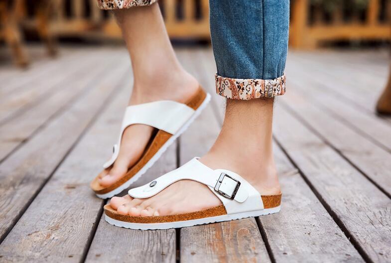 Zapatos de verano de mujeres de los hombres sandalias del corcho zapatillas unisex casual zapatos al aire libre Pisos hebilla Beach Moda Tamaño Diapositivas 39-44 Plus
