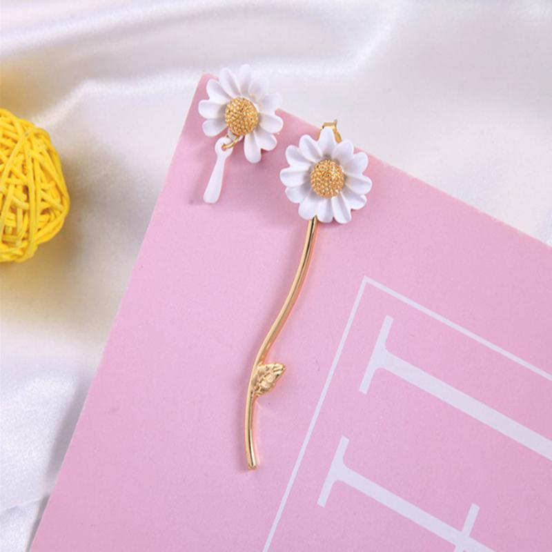 Primavera Nueva Elf blanca gota Glaze asimétrica pequeña margarita de la borla de la flor de aretes de la oreja 925 Pin de la joyería para la mujer TJJ167