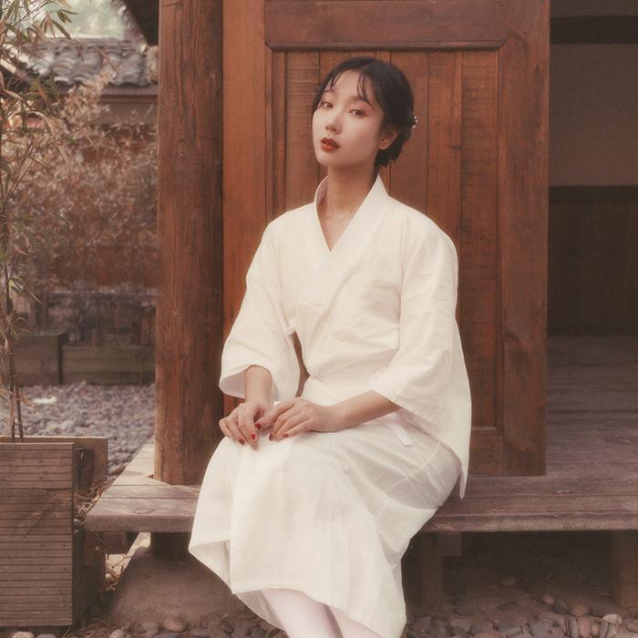 Traditionelle Yukata Baumwollleinenweinlese-lange Robe Stage Performance-Bekleidung Weiß Frauen Kimono der japanischen Art Cosplay