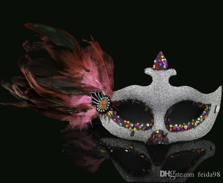 Masque de mascarade femelle adulte demi-visage Princesse Masque pédosexuels Love Party Masque de bal avec des plumes 20pcs / lot Y026