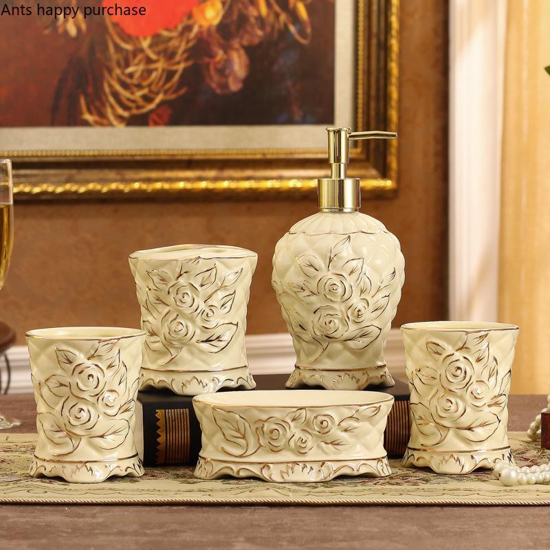 Keramik europäischen Stil geschnitzte Badezimmer Set von 5 Zahnbürstenhalter Mund Cup Badezimmer Supplies Zubehör-Set