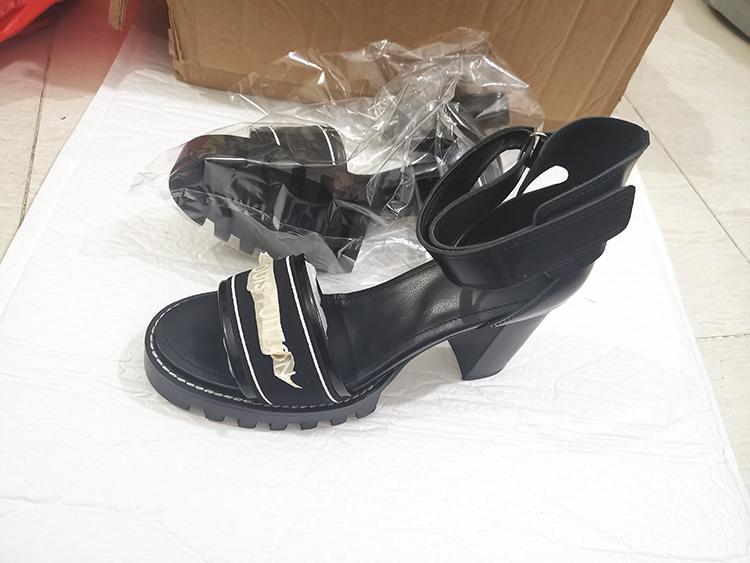 Lettre épais sandales à talons en cuir de haute haute femmes sandales plate-forme imperméable Antiderapant mode bas talon sandales un mot