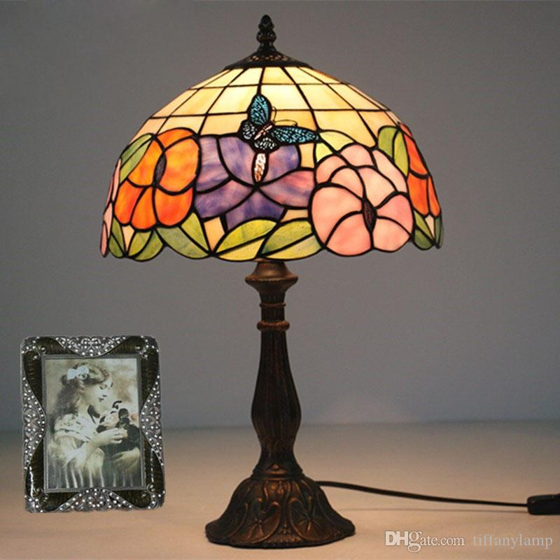 Arte de vidro lâmpada de sala de estar estudo mesa lâmpada vintage quarto cama lâmpada de mesa flores borboleta borboleta quente manchado mesa de mesa decorativa