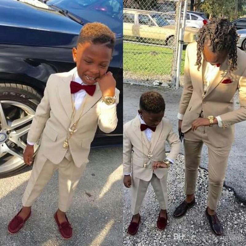 Abiti formali del Ring Bearer Boy smoking scialle risvolto One Button bambini abbigliamento per bambini festa di nozze del vestito Boy Set (Jacket + Pants + Bow)