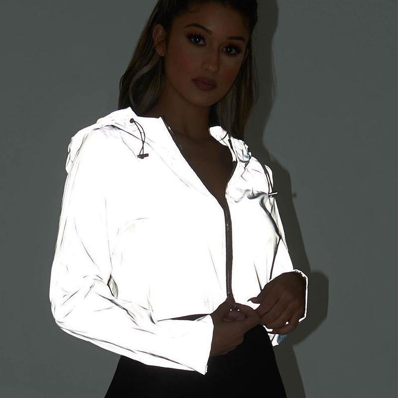 Светоотражающие Boomber с капюшоном куртки Женщины Night Светящиеся Короткие пальто куртки с длинным рукавом Streetwear Zipper Outwear Женщины голографический