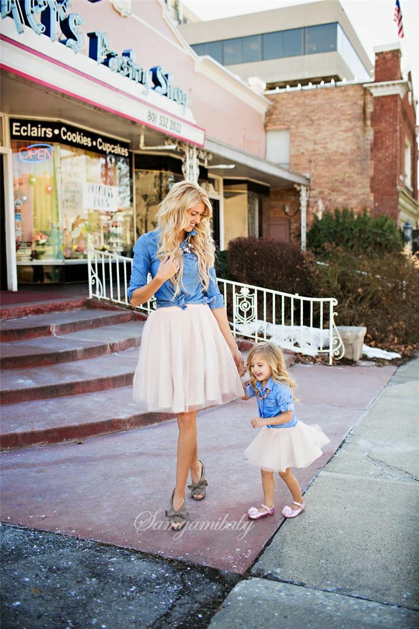 2020 INS Primavera Outfit Pai-filho vestido de terno bonito Jeans manga comprida T-shirt + Gaze saia 2PCS Roupa Define Mãe e filha roupas E21905