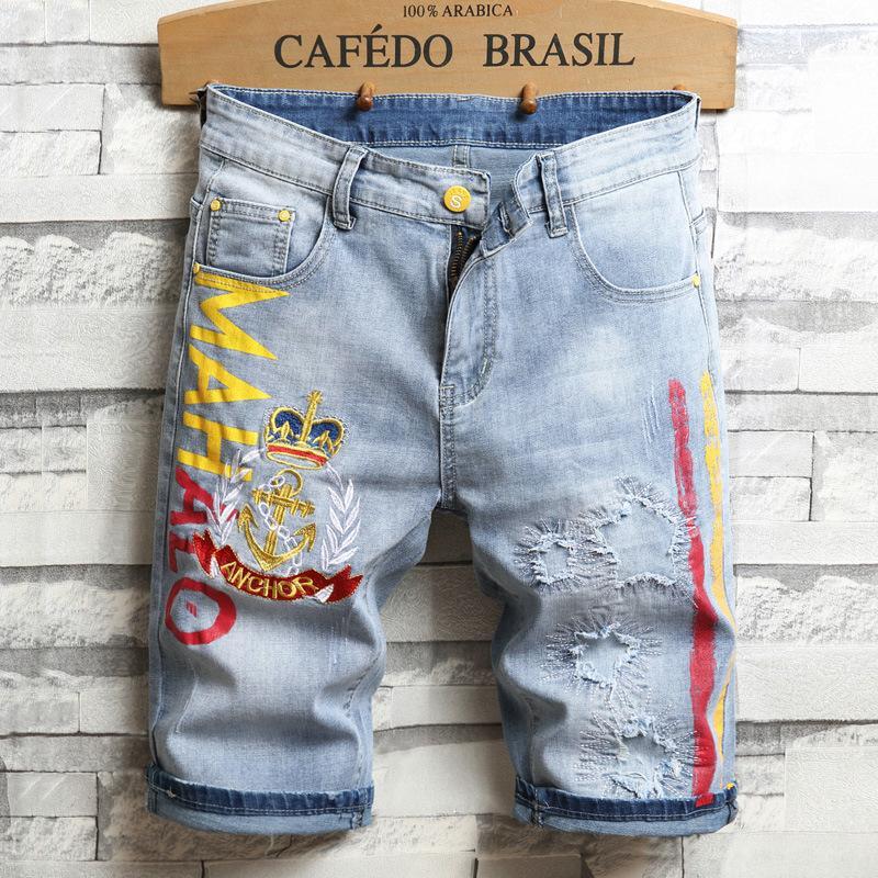 2020 Sommer-neue Jeans-Shorts Männer gerade lösen große Fünf-Punkt-Stickerei Brief Leopard Shorts Loch Flecken-Tuch-Hosen
