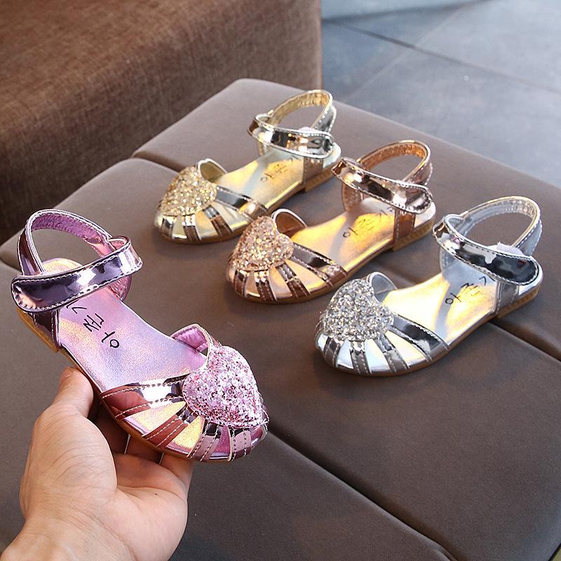 Kinder-Mädchen Sandalen 2020 neue Sommer-Kinder Prinzessin weiche flache Schuhe Hohle Kleine Mädchen Zehensandale Sandalia Infantil Menina