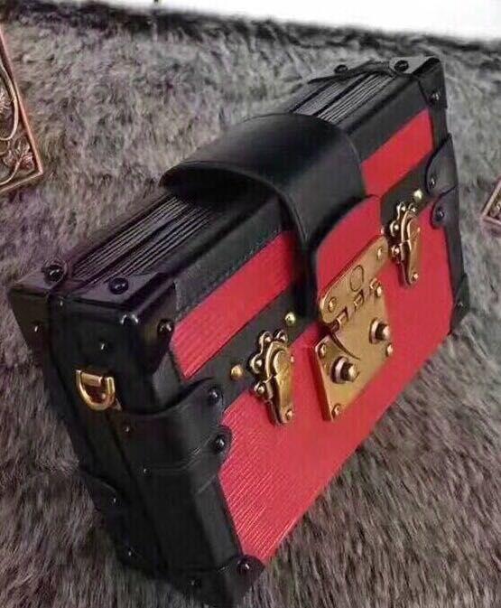 Pequeña caja clásica cerradura retro bolsa mujer mujer al por mayor moda hombro duro cosmético cuadrado almacenamiento colgado de vefbb