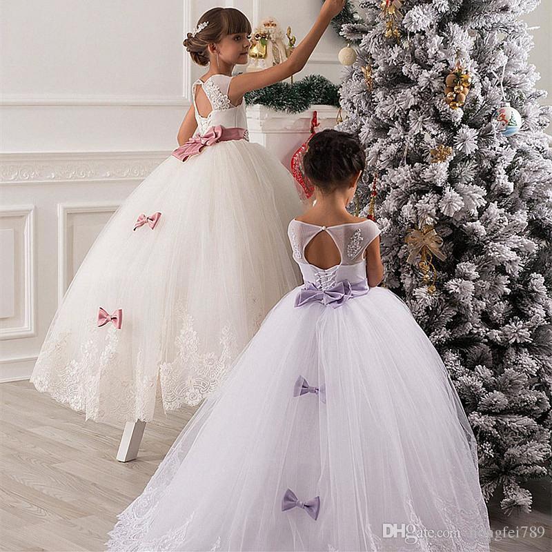 White Lace Princess Tulle Flower Girls Dresses Jewel Neck Sleeveless Appliques Bow Floor Length First Communion Dresses Christening Dress